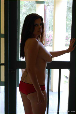 Gorgeous hottie pose topless and reveals - XXX Dessert - Picture 18