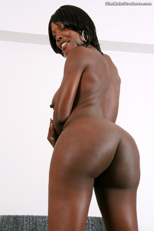 Ebony trans girl with a big booty is jus - XXX Dessert - Picture 3