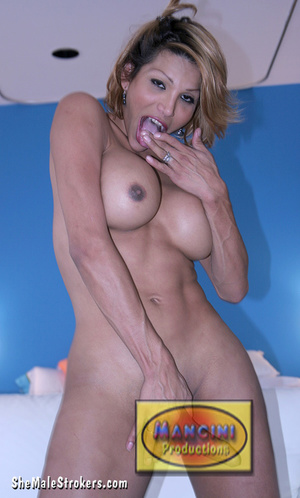 Busty shemale with blonde hair looks so  - XXX Dessert - Picture 4
