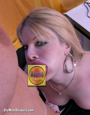 This pretty blonde t-girl is just too ho - XXX Dessert - Picture 1