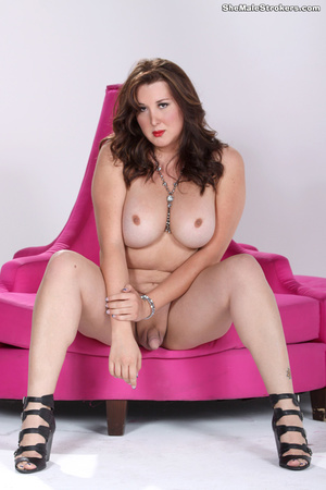 Curvy trans goddess wants to show her bi - XXX Dessert - Picture 3