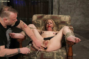 Curvy babe racked and tied gets whipped  - XXX Dessert - Picture 15