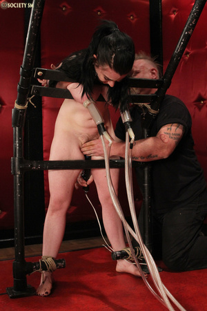 Hot tits dark hair babe tied, electrocut - Picture 7