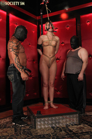 Tall curvy blonde gets roped, tortured a - XXX Dessert - Picture 1