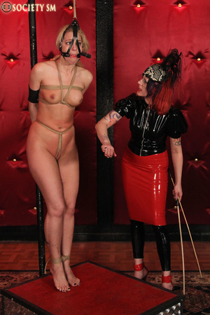 Tall curvy blonde gets roped, tortured a - XXX Dessert - Picture 2