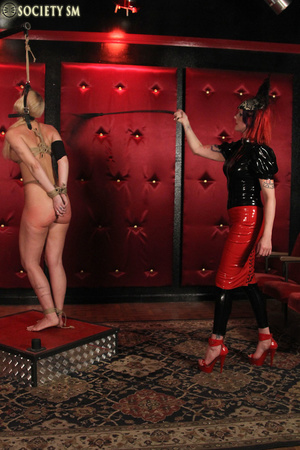 Tall curvy blonde gets roped, tortured a - XXX Dessert - Picture 3