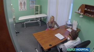 Curvy blonde in stripped top and black l - XXX Dessert - Picture 3