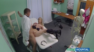 Curvy blonde in stripped top and black l - XXX Dessert - Picture 11