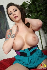 inked chick with huge