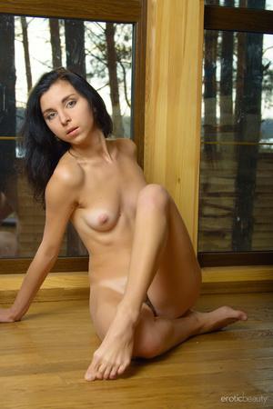 Green-eyed brunette poses fully naked in - XXX Dessert - Picture 3