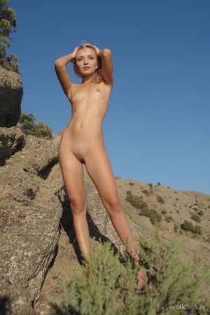 Her stunning naked silhouette is looking - XXX Dessert - Picture 2