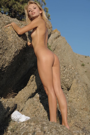 Her stunning naked silhouette is looking - XXX Dessert - Picture 5