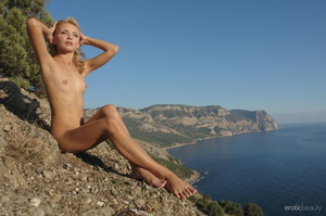 Her stunning naked silhouette is looking - XXX Dessert - Picture 8