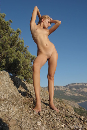 Her stunning naked silhouette is looking - XXX Dessert - Picture 9