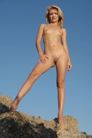Her stunning naked silhouette is looking - XXX Dessert - Picture 16
