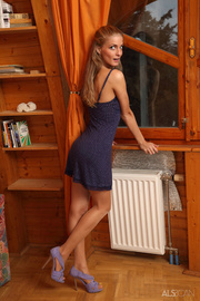 young eurobabe gets undressed