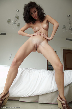Busty tanned brunette with curly hair po - XXX Dessert - Picture 16