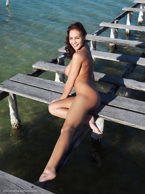 Busty brunette with an elegant naked bod - XXX Dessert - Picture 10