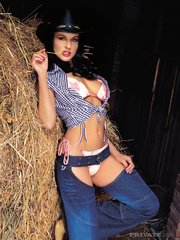 luscious cowgirl displays her