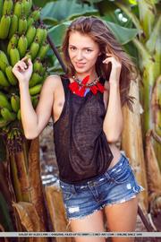 brunette goes banana garden