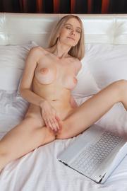 slim blonde babe fingers