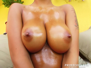 Colored babe with huge tits uses cream a - XXX Dessert - Picture 3