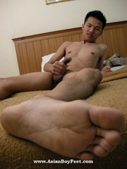 asian dude peels off