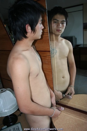 Handsom Asian displays his hunk body on  - XXX Dessert - Picture 11