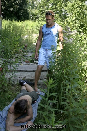 Hot dude in blue shirt and shorts saw a  - XXX Dessert - Picture 2