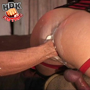 Bearded stud makes out with a handsome d - XXX Dessert - Picture 3