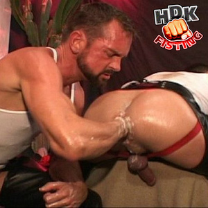Bearded stud makes out with a handsome d - XXX Dessert - Picture 6