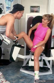 blonde hottie gets gym