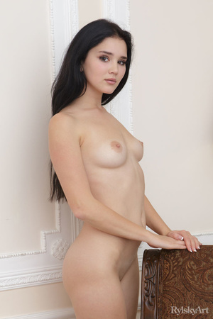 Smooth chick shows sex poses on vintage  - XXX Dessert - Picture 7