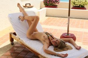 Attractive blonde enjoys the tropical su - XXX Dessert - Picture 1