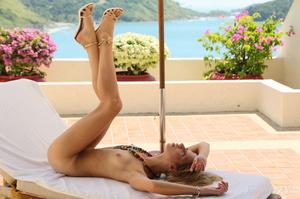 Attractive blonde enjoys the tropical su - XXX Dessert - Picture 8