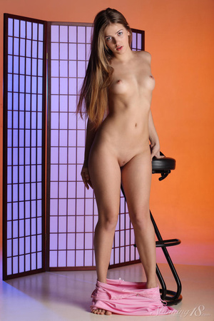 Blue eyed girl with daddy issues poses n - XXX Dessert - Picture 8