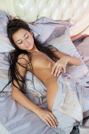 Dark haired woman reveales herself bare  - XXX Dessert - Picture 2