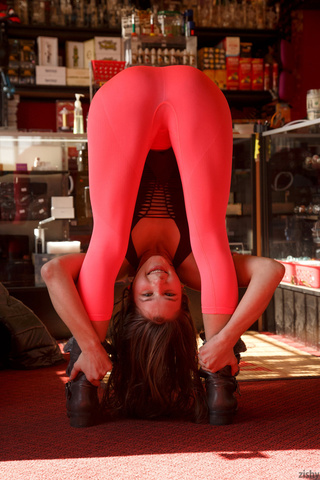 flexible lass pink leggings