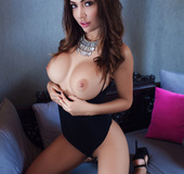 Honey with a tight pussy show sexy posing skills on her bed
