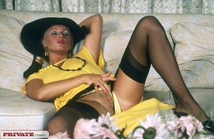 Smoking hot chick pose her alluring body - XXX Dessert - Picture 2