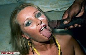 Smoking hot chick pose her alluring body - XXX Dessert - Picture 13