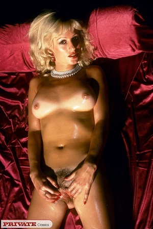 Naked blonde expose her sexy oil filled  - XXX Dessert - Picture 1