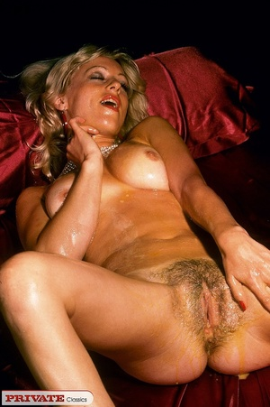 Naked blonde expose her sexy oil filled  - XXX Dessert - Picture 2