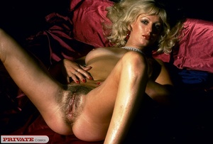 Naked blonde expose her sexy oil filled  - XXX Dessert - Picture 10