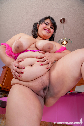 Eating mature women pussies