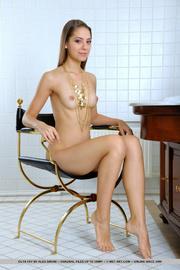 shapely nude brunette neck