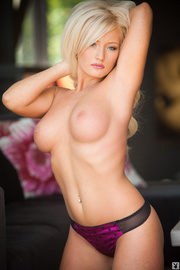 beauiful shapely blonde black