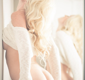 Snow white babe in white shows her beautiful skin and curves on top of