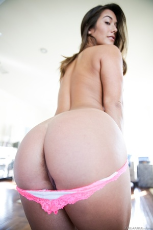 Slim brunette in jeans shorts and grey t - XXX Dessert - Picture 11