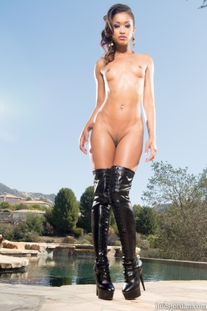 Naughty raven and her friends fucked har - XXX Dessert - Picture 8